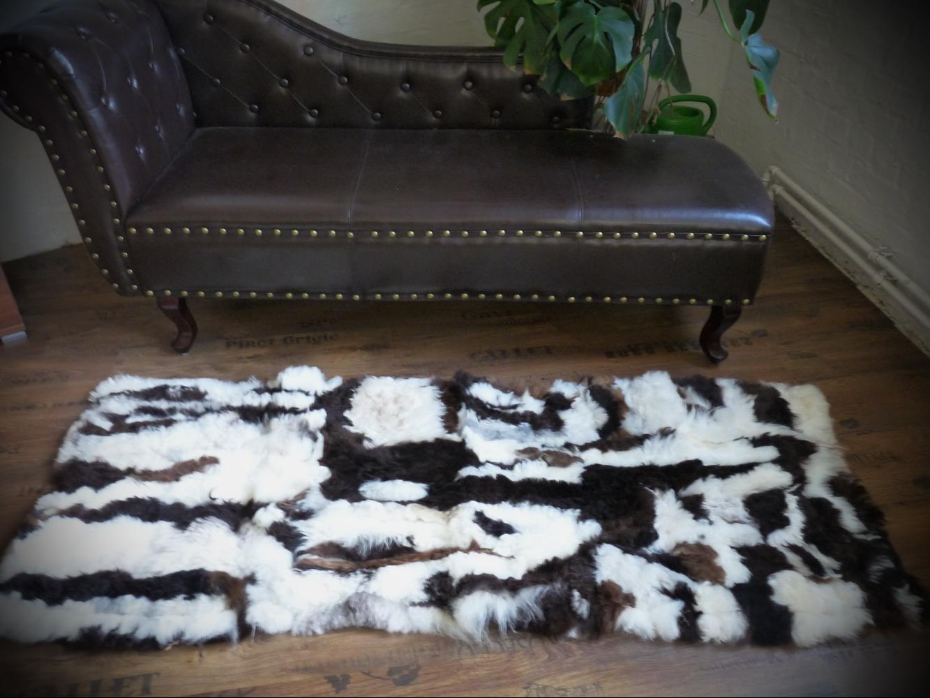 design patchwork fell l ufer teppich schaffell weiss braun 160x60cm pl 207. Black Bedroom Furniture Sets. Home Design Ideas